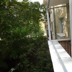 Установка алюминиевых рам для выносного остекления балкона