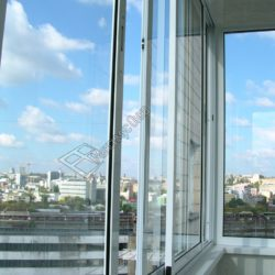 Алюминиевые окна в остеклении балкона