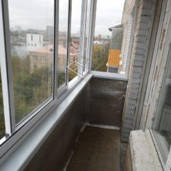 Холодное остекление балкона алюминиевыми раздвижными окнами