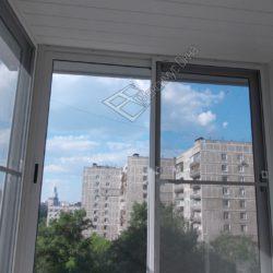 Легкое алюминиевое застекление балкона окнами с раздвижными створками