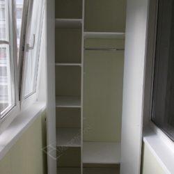 Вместительный распашной встроенный на лоджии шкаф, недорого в Москве
