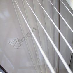 Потолок балкона оборудован подвесной сушилкой