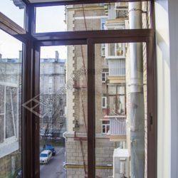 Раздвижное алюминиевое остекление с выносом балкона