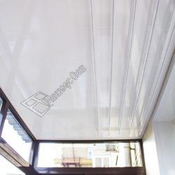 ПВХ панели в отделке потолка балкона