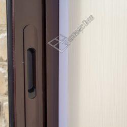 Фурнитура алюминиевых окон в застеклении балкона