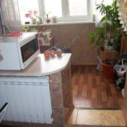 кухня с холодильником на балконе