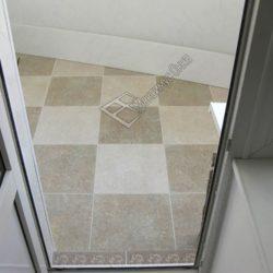 плитка на балконе на полу