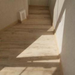 пол на балконе ламинат