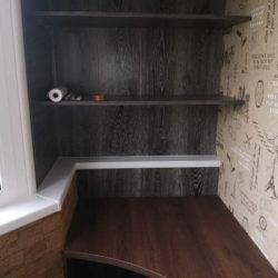 шкаф со столом на лоджии
