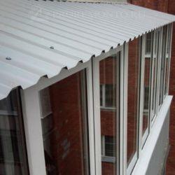 Монтаж крыши на балконе из оцинкованного горфолиста