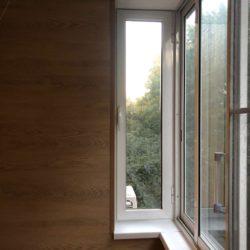 теплое остекление балкона и отделка стен ламинатом