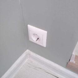 плоская розетка электрическая в стену