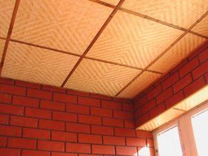 плитка пеностирола на потолке