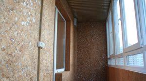 пробка на стене балкона