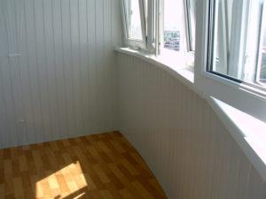 сайдинг на стене балкона